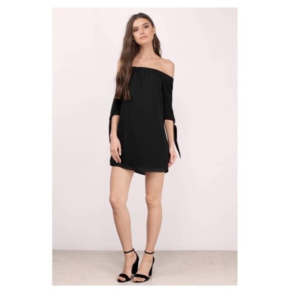 Tobi Dresses & Skirts - Jeanie Off Shoulder Shift Dress S/P